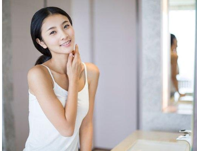 女人想要皮肤好,坚持早上起来做好这3点,皮肤恢复光滑细腻白皙